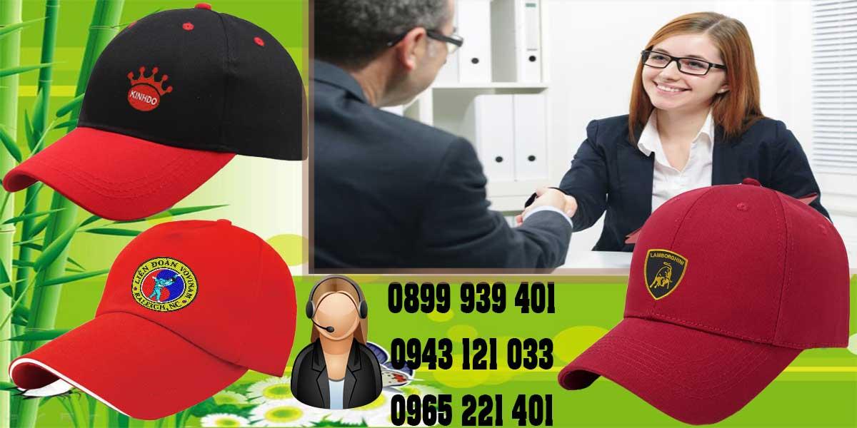 Tư vấn nhiệt tình và giúp khách hàng chọn lựa được mẫu nón phù hợp nhất